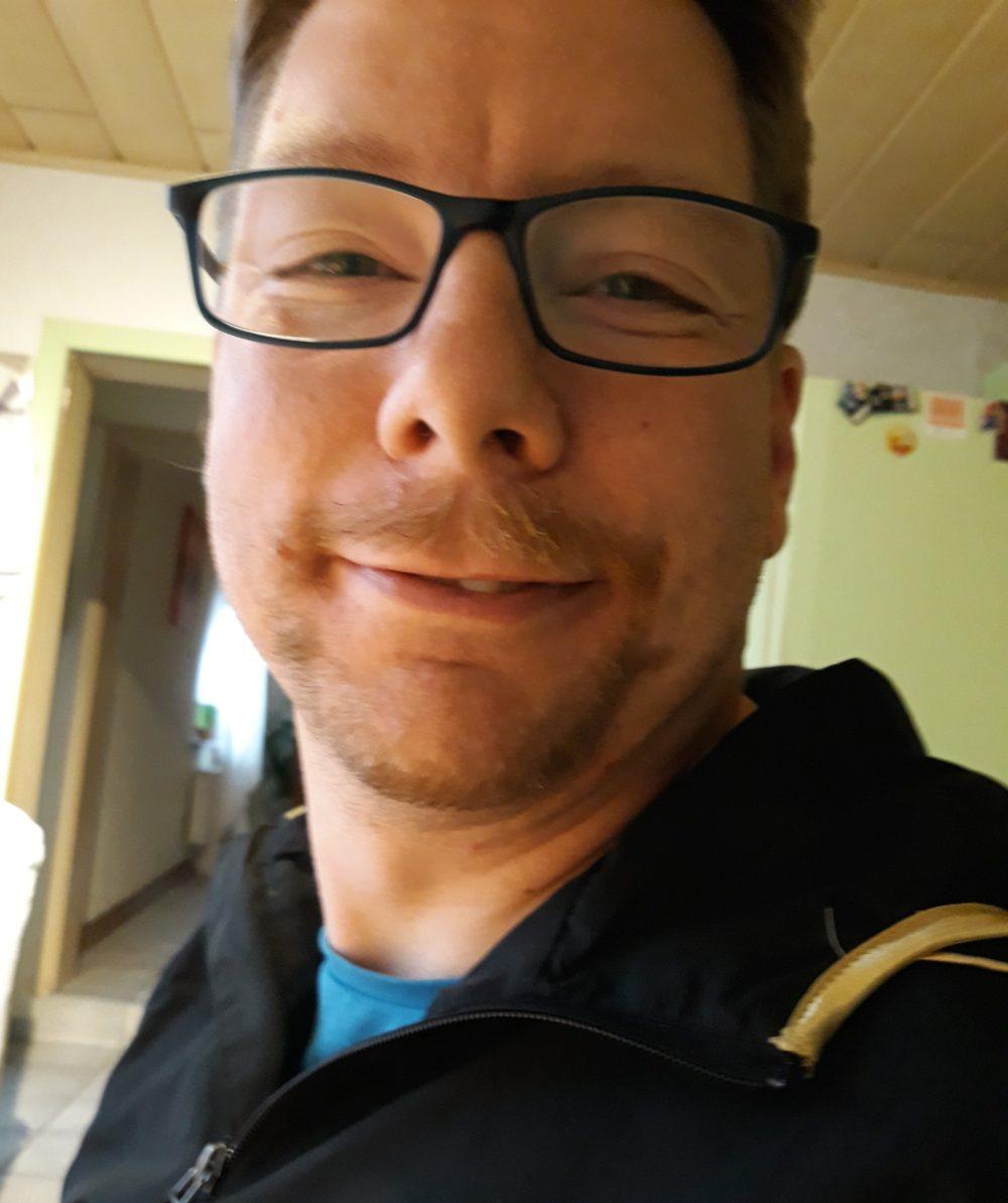Christian lächelt in die Kamera.