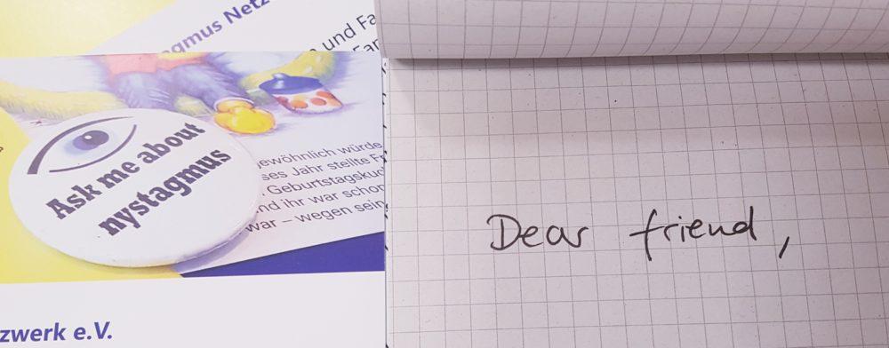 """Ein Block mit dem Text """"Dear friend"""" ist zu sehen"""