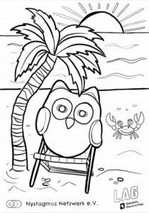 Das Bild zeigt die Vorschau für eine Malvorlage. Auf der Malvorlage ist eine Eule auf einem Strandstuhl am Meer. Daneben sieht man eine Palme, im Hintergrund einen Krebs und das Wasser. Die Sonne geht gerade unter. Es ist alles in schwarz-weiß gezeichnet, damit man es bunt ausmalen kann. Die Augen der Eule sind etwas verwischt, so als ob sie wackeln.